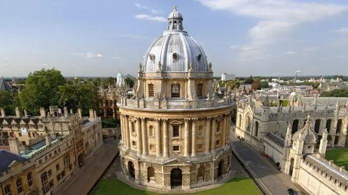 曾经五位首相候选人,四位毕业于牛津!现任英国首相也毕业于牛津  留学 牛津大学 英国大学 第7张