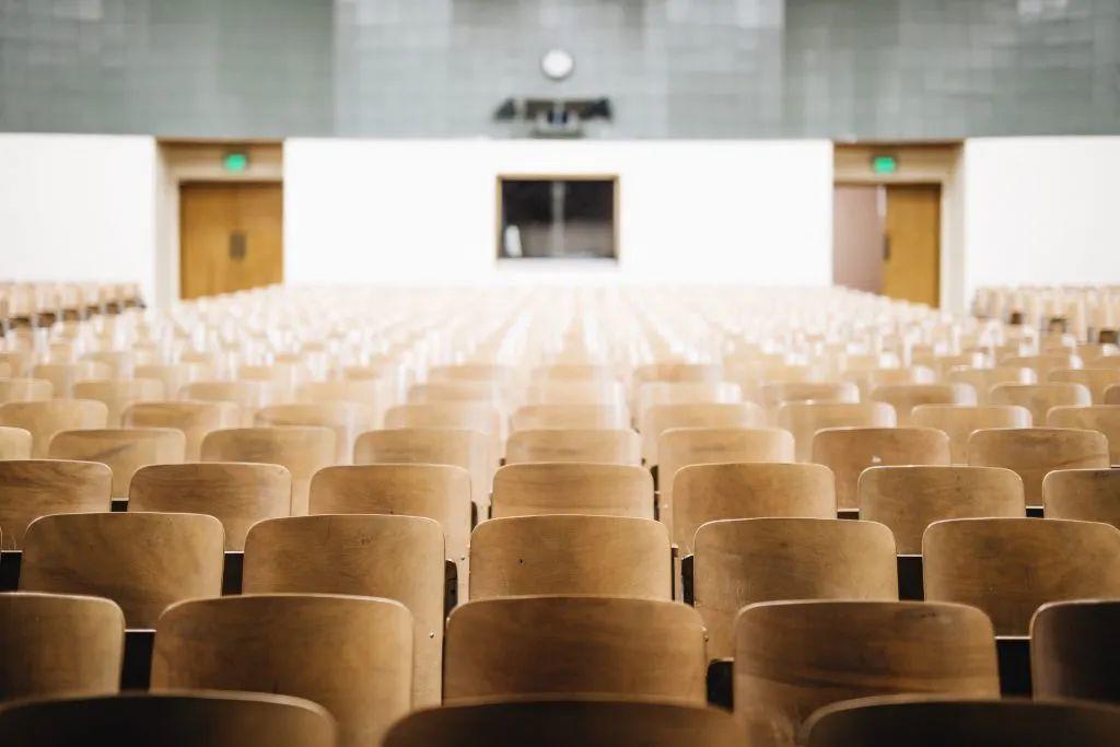 新教育 新思考|俞敏洪对话周成刚:中西方学校教育的差别