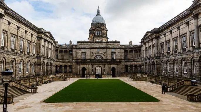 英国大学学费排名TOP20!牛津学费都没有进前十(惊讶)  数据 牛津大学 剑桥大学 费用 第7张