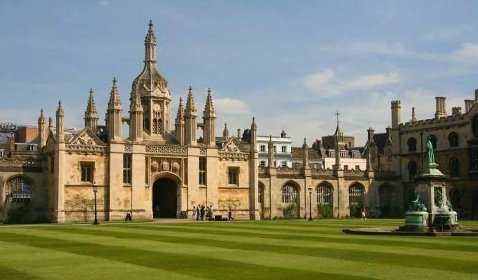 英国大学学费排名TOP20!牛津学费都没有进前十(惊讶)  数据 牛津大学 剑桥大学 费用 第3张