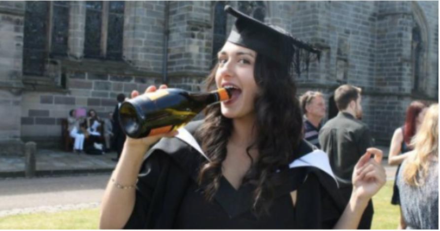 英国不同大学就业率了解一下!牛津、圣安学生就不要看了