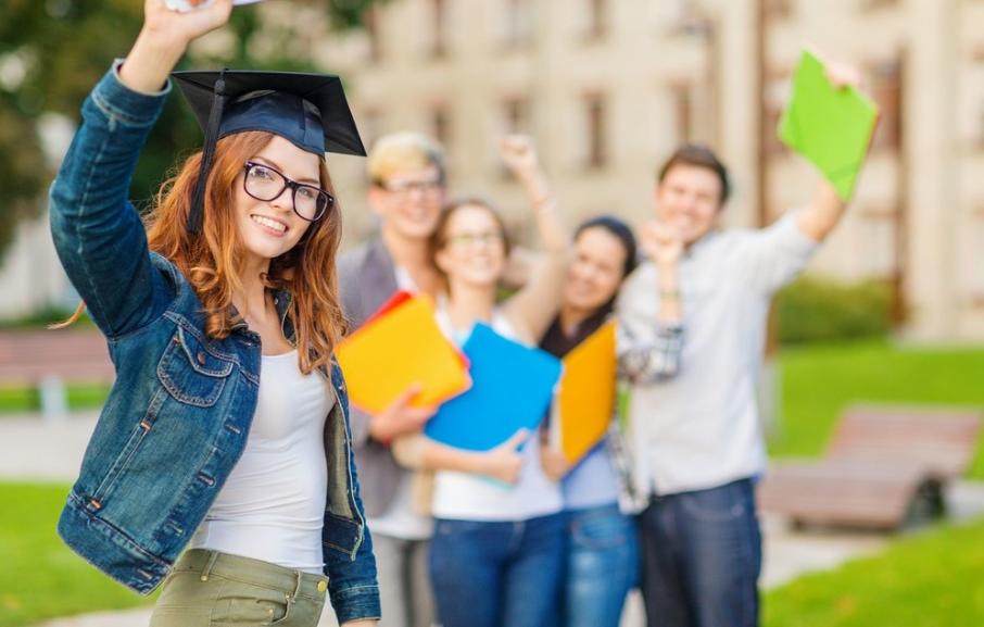 高考后若选择留学英国,需要算算每年花费多少费用
