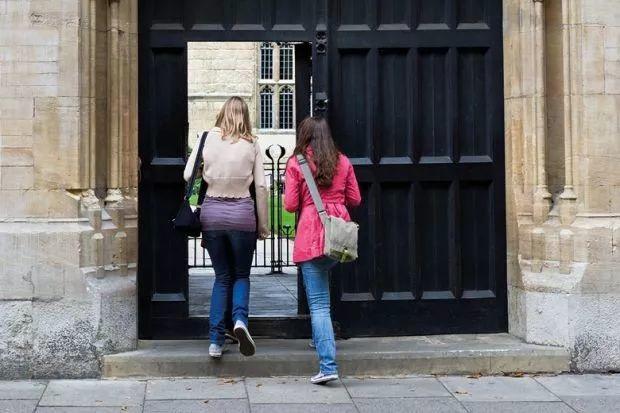"""""""还这么多人要去英国留学?""""答案是: """"有的,还不少!"""""""