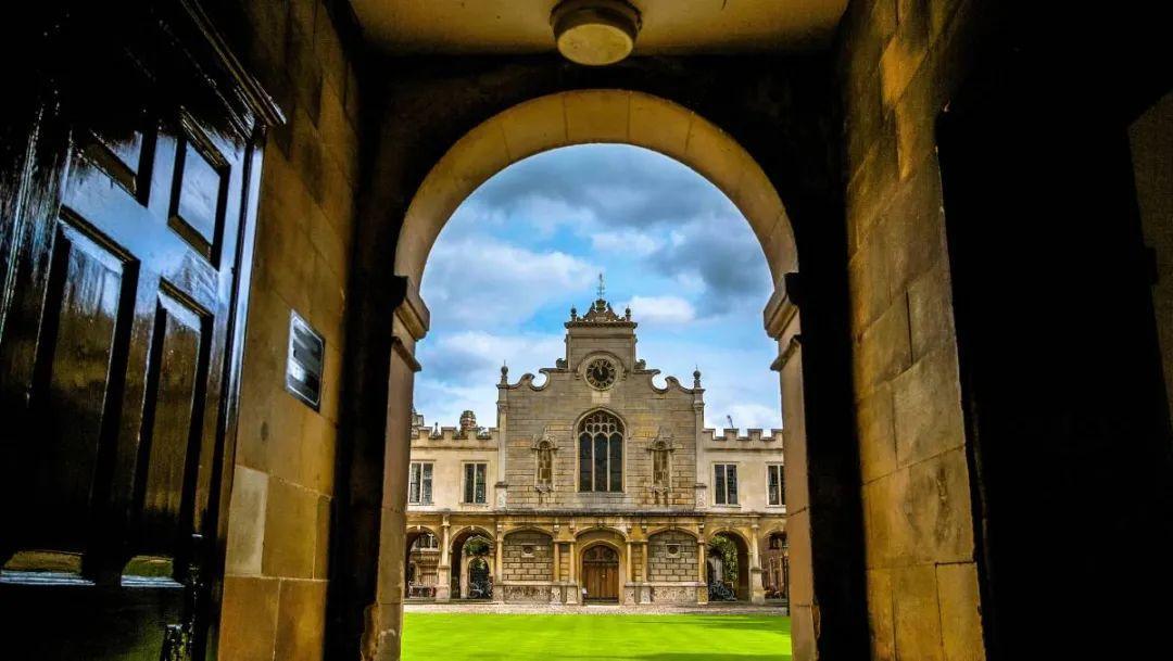 读一年牛津剑桥本科得花多少钱?建议准备50万原因是。。。