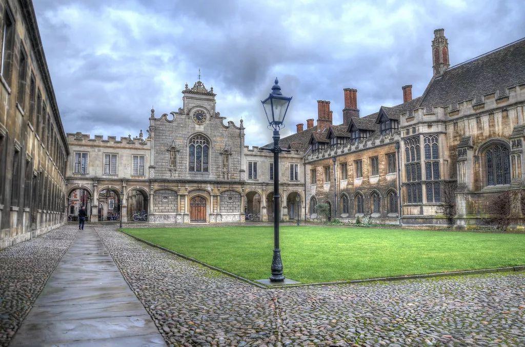 对比:剑桥大学31个学院在学术费用位置等优缺点分析(21~31)