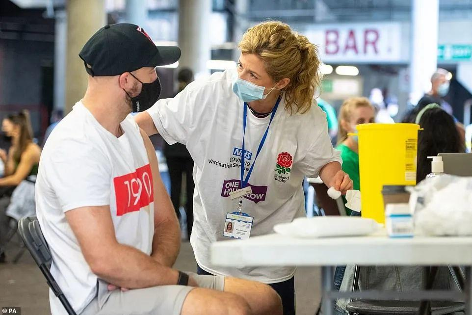 英国0新增死亡!伦敦1.5万年轻人抢先打新冠疫苗!排队现场堪比音乐节!  英国留学 留学 第14张