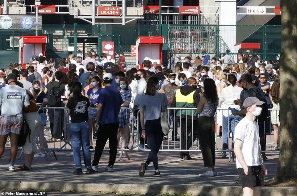 英国0新增死亡!伦敦1.5万年轻人抢先打新冠疫苗!排队现场堪比音乐节!  英国留学 留学 第11张